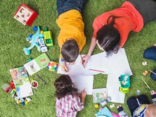 תמונת רקע למאמר ילדים משחקים יחד
